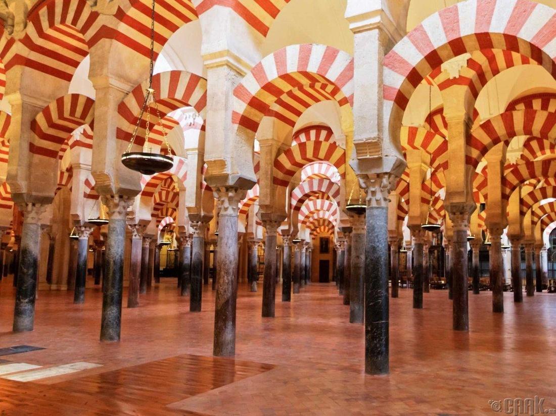 """Их Дуган болон Лалын сүм"", Корбода хот, Испани"