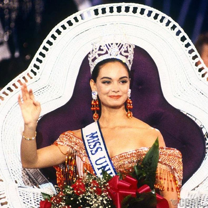 """""""Miss Universe-1991""""-ын ялагч: Мексикийн гоо бүсгүй Лупита Жонс, 22 настай, 173 см өндөр."""