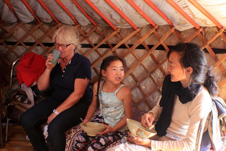 Гадныхан Монголд аялахдаа юу гэж боддог вэ?