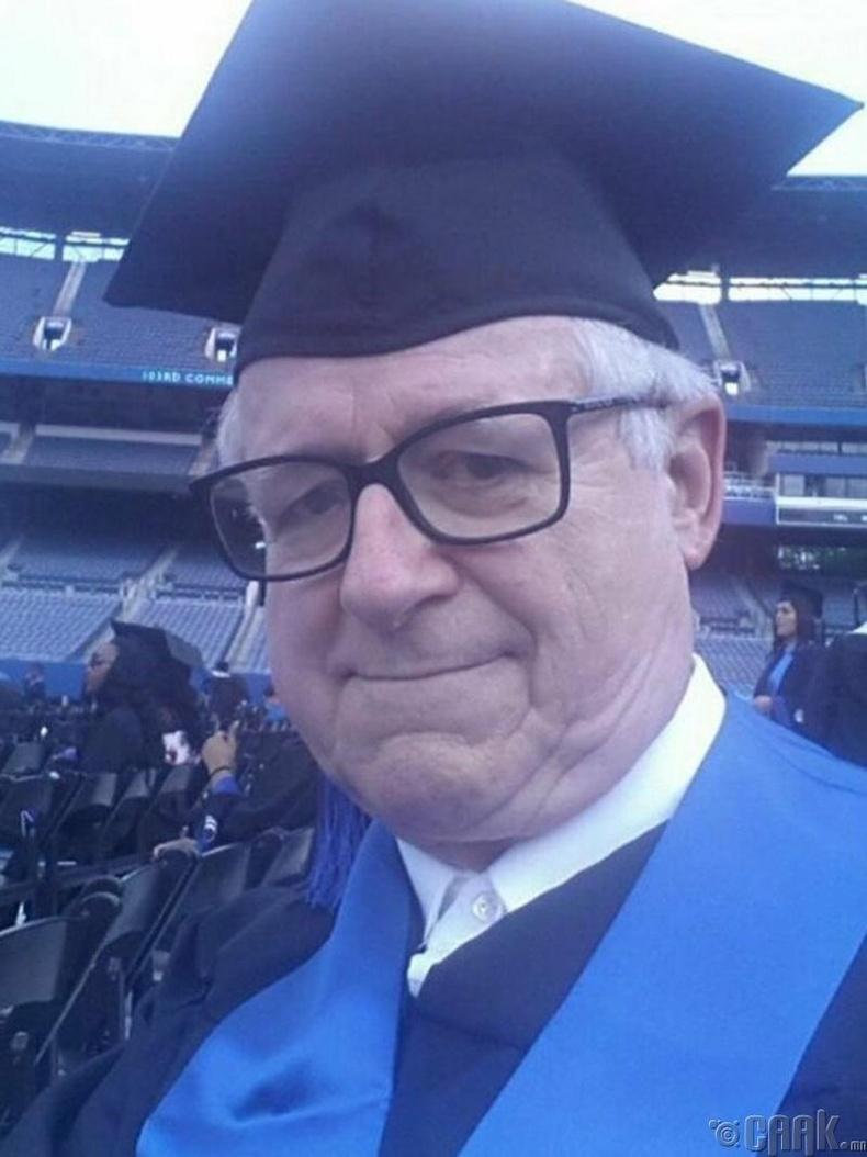 88 настайдаа сургуулиа төгссөн нь