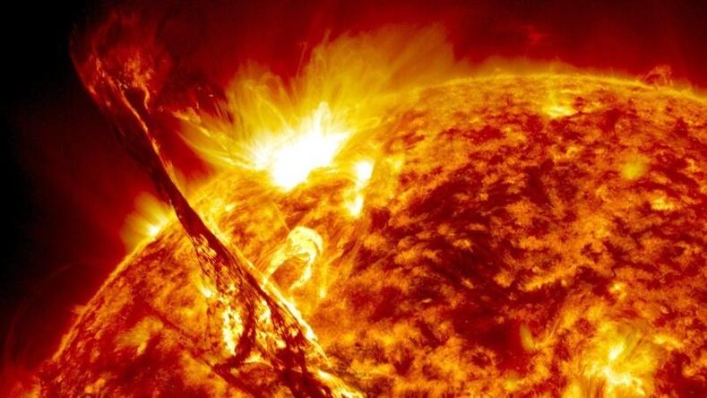 Нарны эргэн тойрон дахь агаар мандал гадаргуугаас нь хамаагүй халуун байдаг