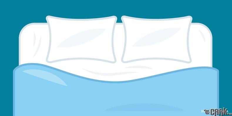 Дандаа цэвэр ор дэрний даавуун дээр унтаж бай