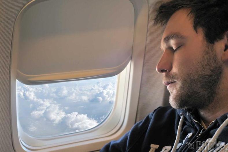 Цонхны хажууд унтаж болохгүй