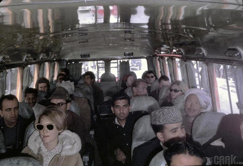 Подлич Кабулаас Пакистаны Пешавар руу явж байна
