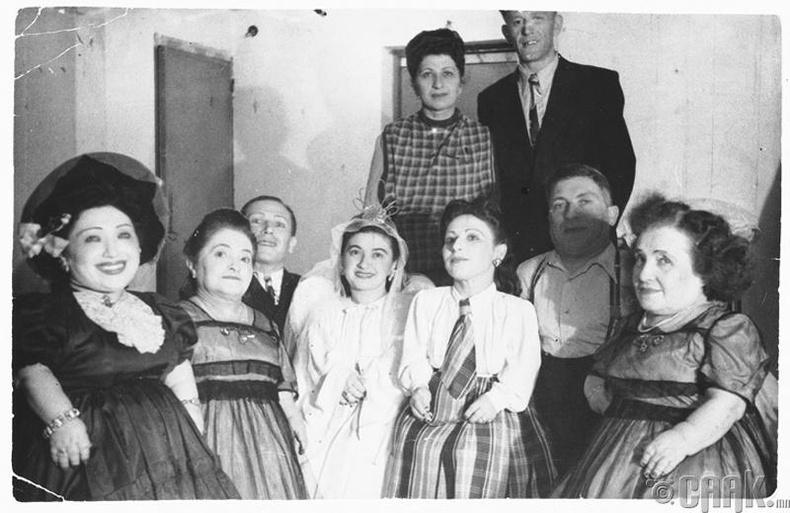 Нацистийн хорих лагер Аушвитц (Auschwitz)-ээс гэр бүлээрээ амьд гарсан Овицийн гэр бүл, 1950 он