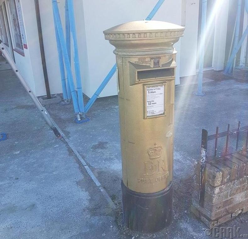 Английн тамирчид Олимпын наадмаас алтан медаль авах бүрт шуудангийн хайрцгийг алтаар буддаг уламжлалтай