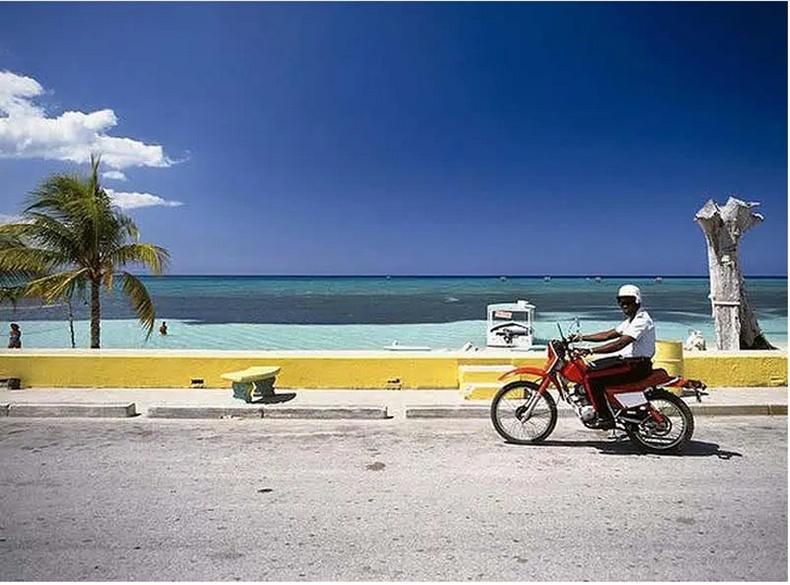 Ямайк нь 1688 онд анхны шуудангийн үйлчилгээтэй колони орон болсон
