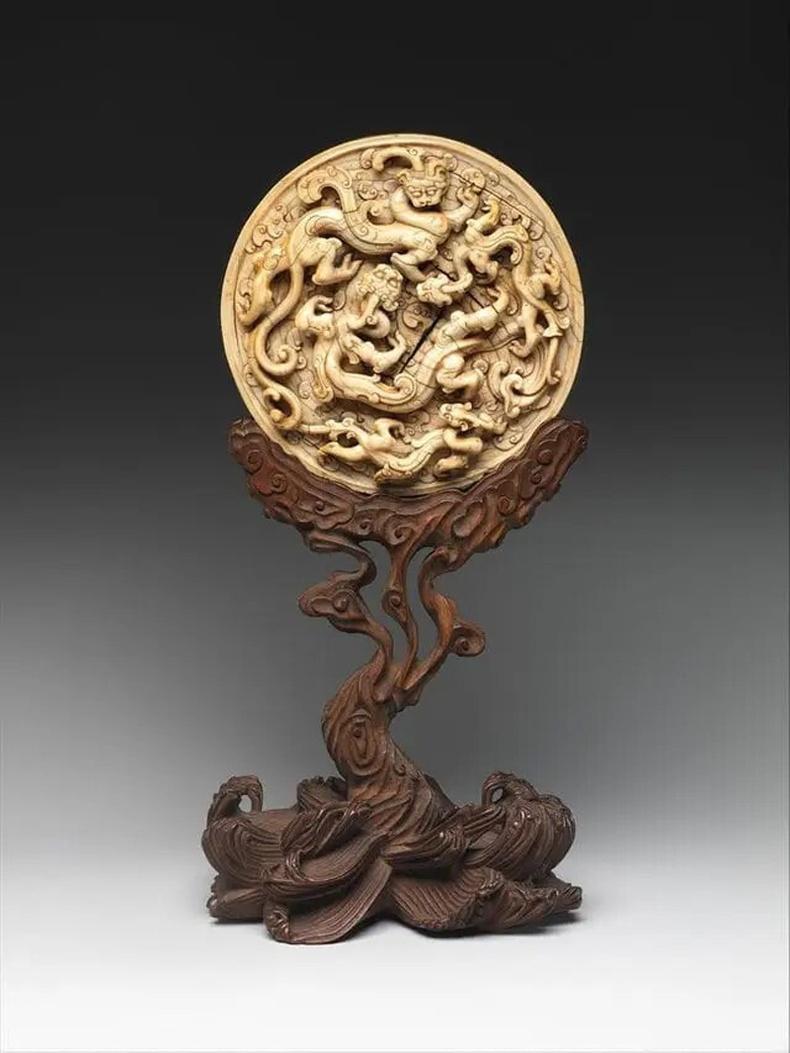 Луун сийлбэртэй диск (Хятад, 14-р зуун)