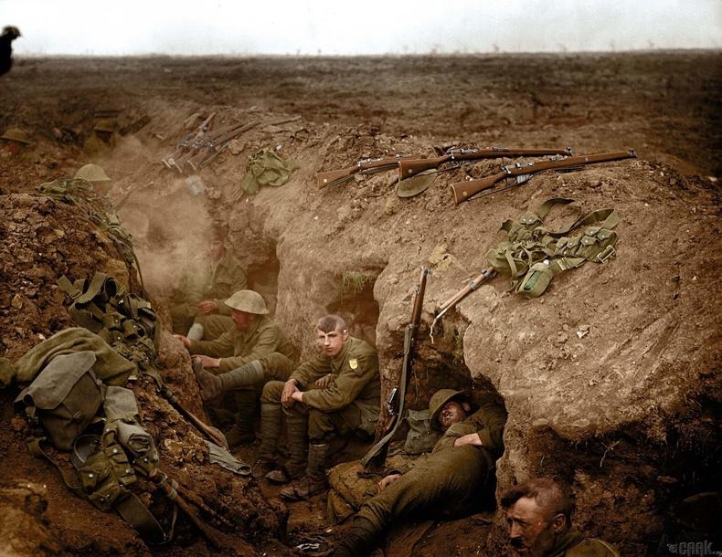 Нуувчиндаа амарч буй Уэльсийн гвардын цэргүүд, 1916