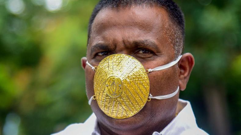 Энэтхэг эр 5 мянган доллар зарцуулж, алтан масктай болжээ