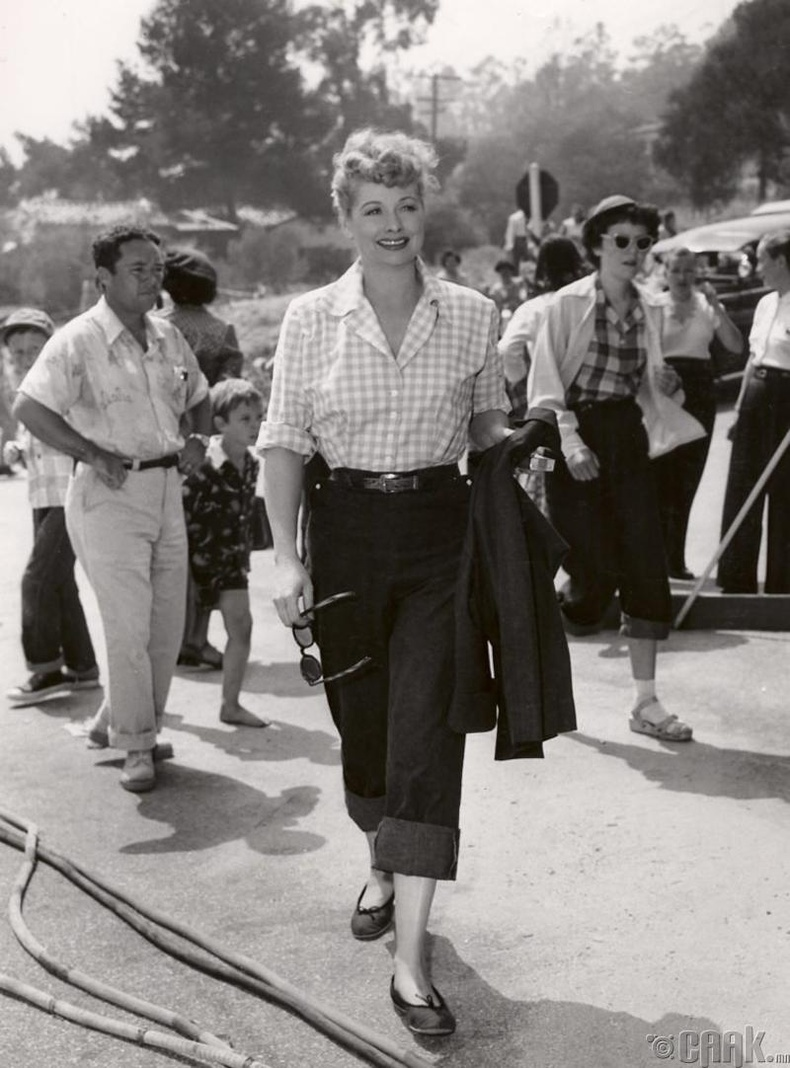 50-аад онд эмэгтэйчүүд чөлөөтэй өмд өмсдөг болов