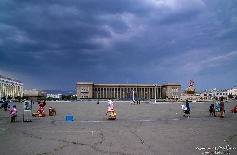 Сүхбаатарын талбай, Төрийн ордон