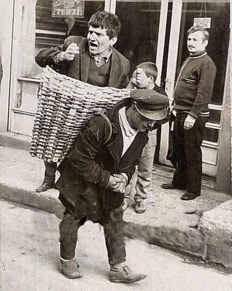 1960-аад оны үед Истанбул хотод согтуу хүмүүсийг сагсанд хийж гэрт нь хүргэдэг үйлчилгээ байжээ