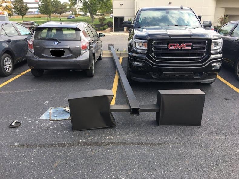 Энэ хоёр машины жолоочид сугалаанд оролцох хэрэгтэй бололтой