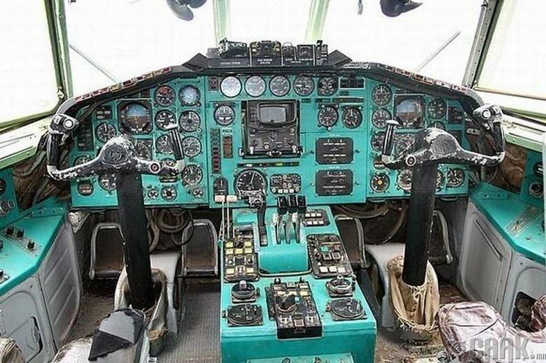 """""""Ту-154""""-ын нисгэгчийн бүхээг"""