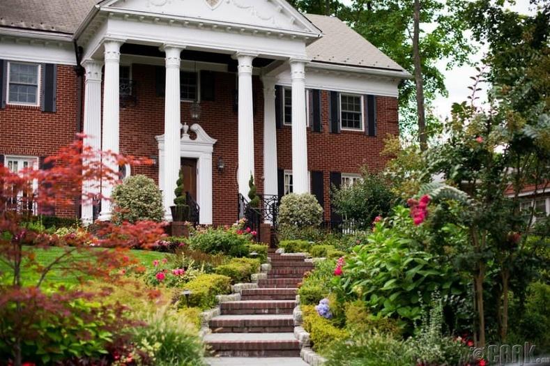 """Tudor Revival Home"" - Нью-Йорк"