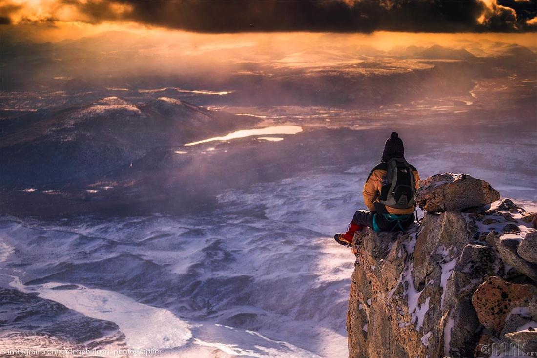 ОХУ, Монголын хил Мөнх сарьдаг уулнаас Шар нуур, Хороо голын хөндий харагдаж байна