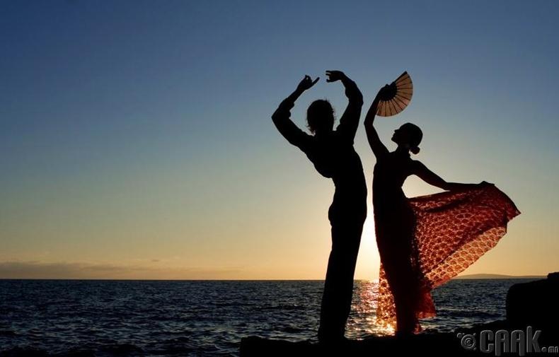 Далайн эрэг дээр дотно харьцаанд орохыг хориглоно - Испани