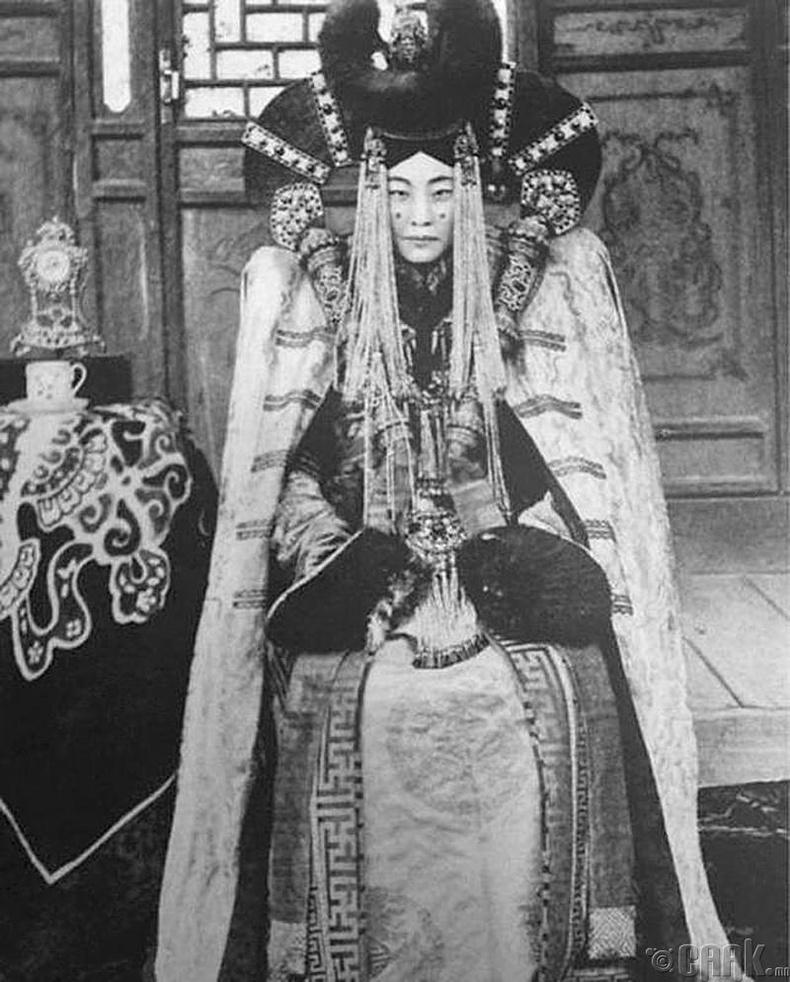 Богд хааны сүүлчийн хатан Наваанлувсангийн Гэнэнпил - 1923 он