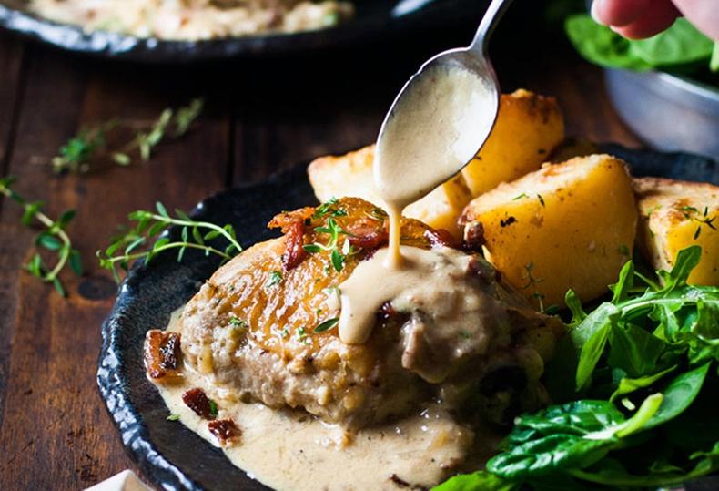 Зөгийн балны соустай, шарсан тахианы махыг хэрхэн бэлтгэдэг вэ?