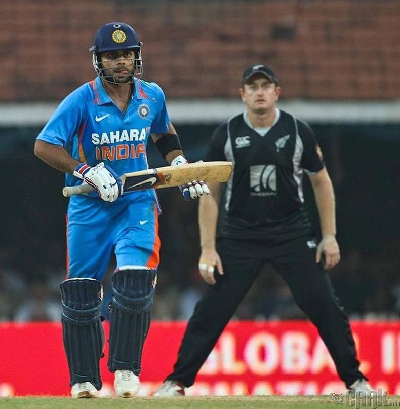 Крикет тоглоом нь Энэтхэгт шашин л гэсэн үг