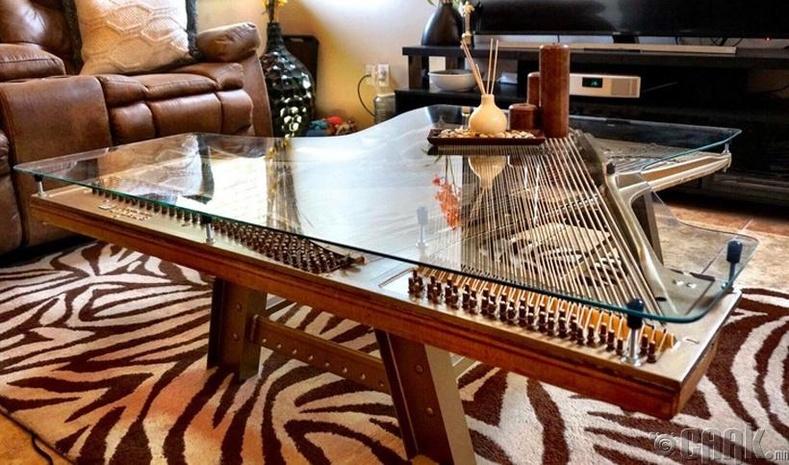 Хуучин төгөлдөр хуурны хэсгүүдээр кофены ширээ босгожээ