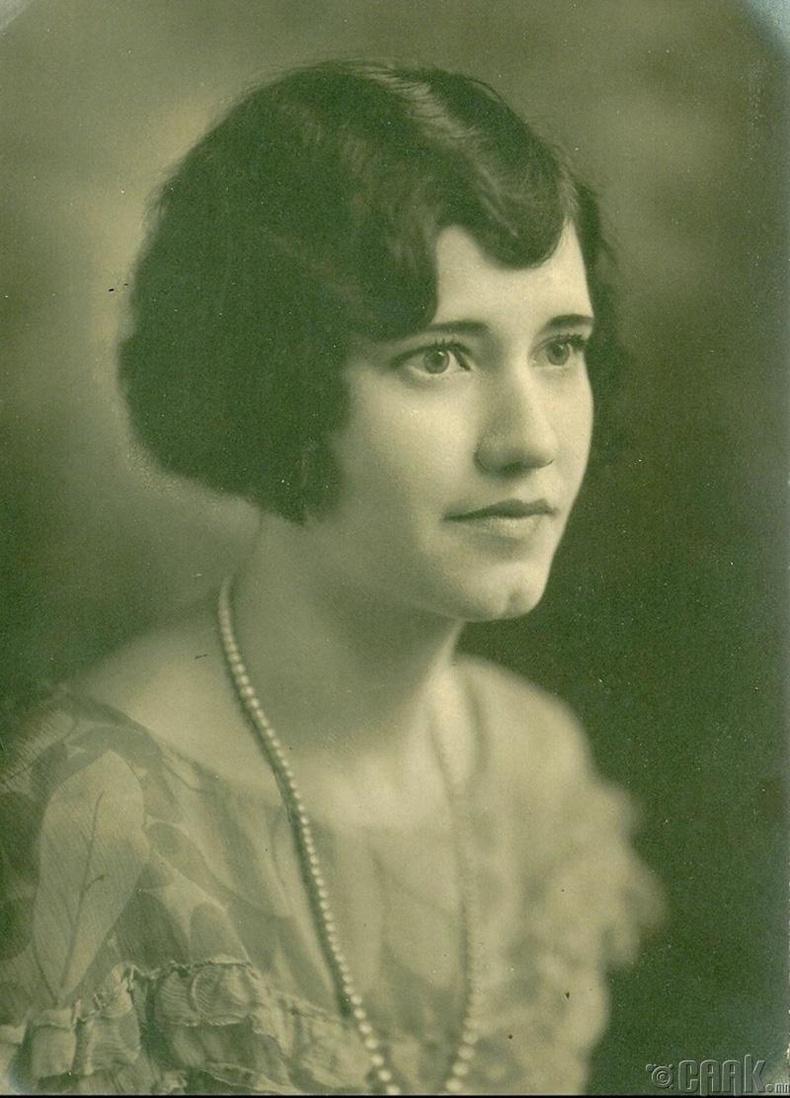 Үзэсгэлэнт эмээ, 1917 он