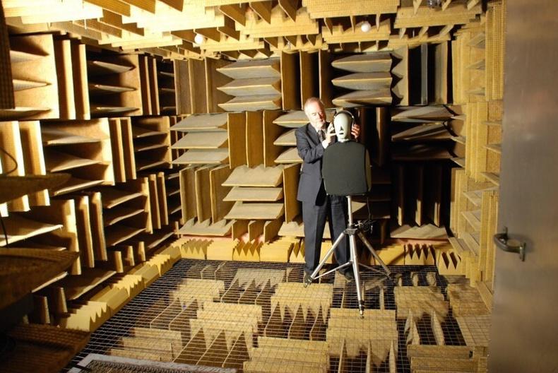 Дэлхийн хамгийн чимээгүй өрөө (Гарч буй чимээний 99.99 хувь нь хананд нь шингэдэг)
