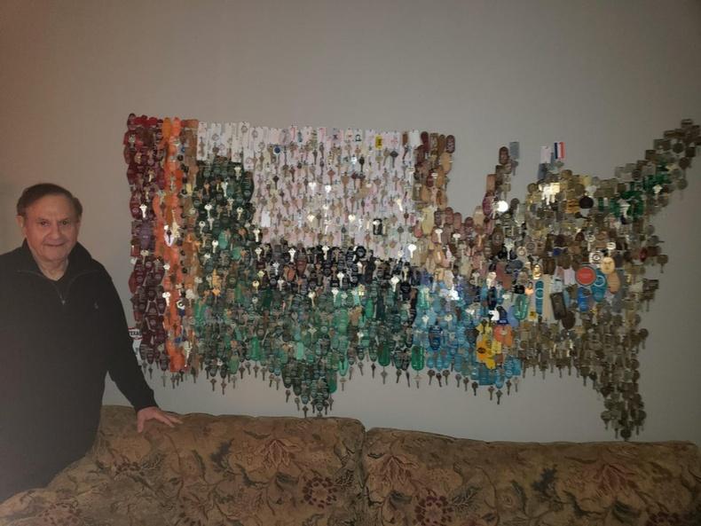 """""""Өвөө маань ажлаар явах бүрдээ зочид буудлын түлхүүрийг авч цуглуулдаг байсан. Саяхан тэдгээр түлхүүрүүдээ газрын зураг болгосон."""""""