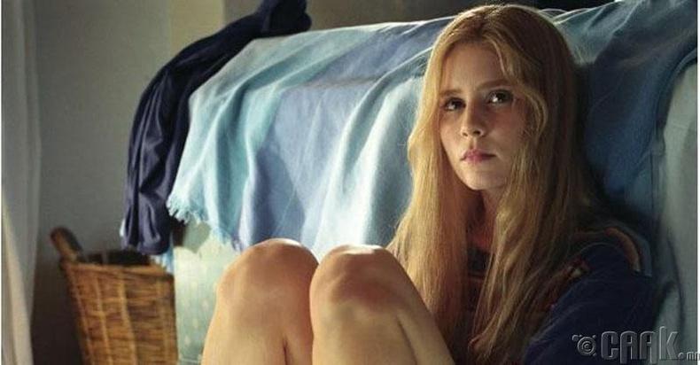 """""""White Oleander"""" кинонд 23 настай Элисон Лохман 15 настай охины дүрд"""
