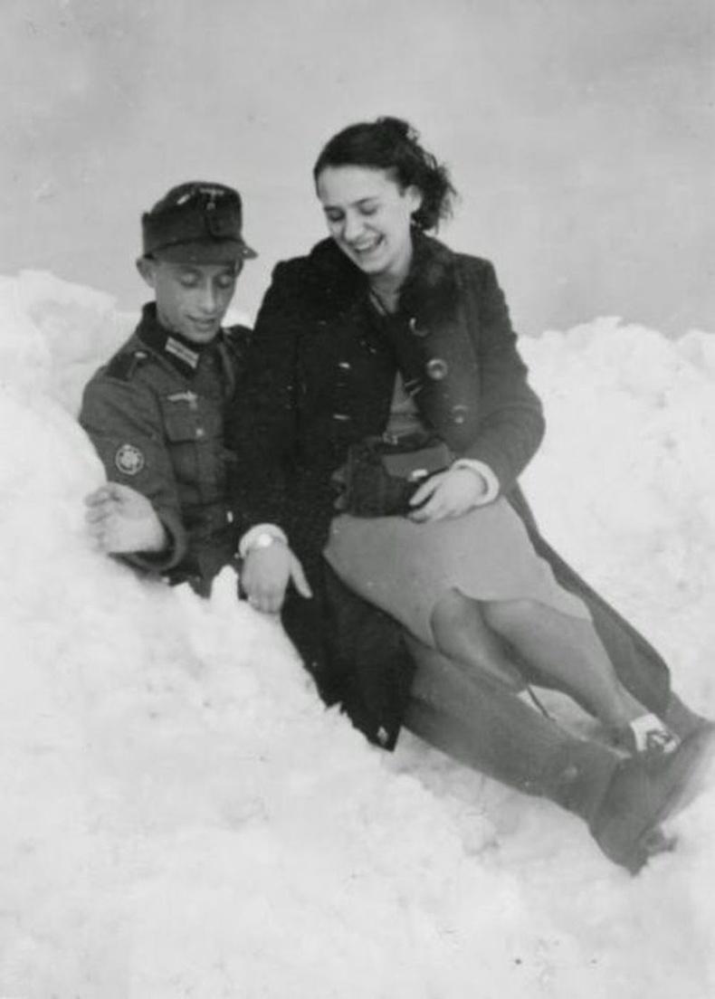 Герман цэрэг, офицеруудад биеэ үнэлж байсан эмэгтэйчүүдийн цаана жинхэнэ хайр сэтгэлийн харилцаа үүссэн байж болох ч нийгэмдээ ялгаварлан гадуурхагдсаар дуусчээ.