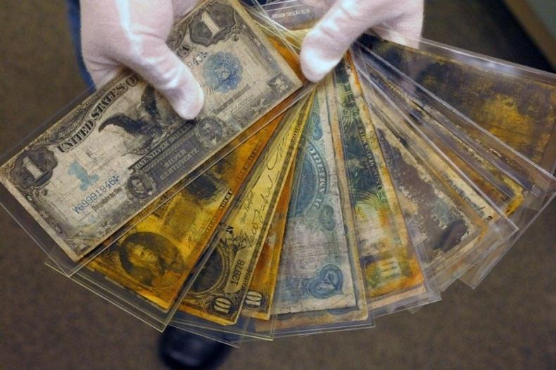 Титаник дотроос олдсон 100-гаад жилийн настай мөнгөн дэвсгэртүүд