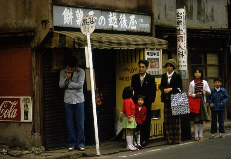 Автобусны буудал- Токио хот, 1977 он