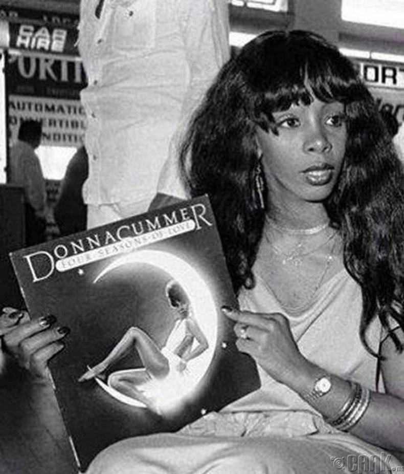 Дуучин Донна Саммер (Donna Summer) - 1976 он