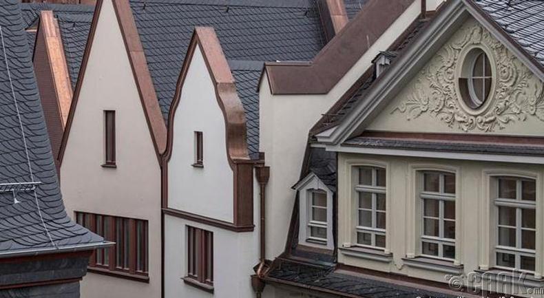 Есдүгээр сар: Франкфурт (Frankfurt)