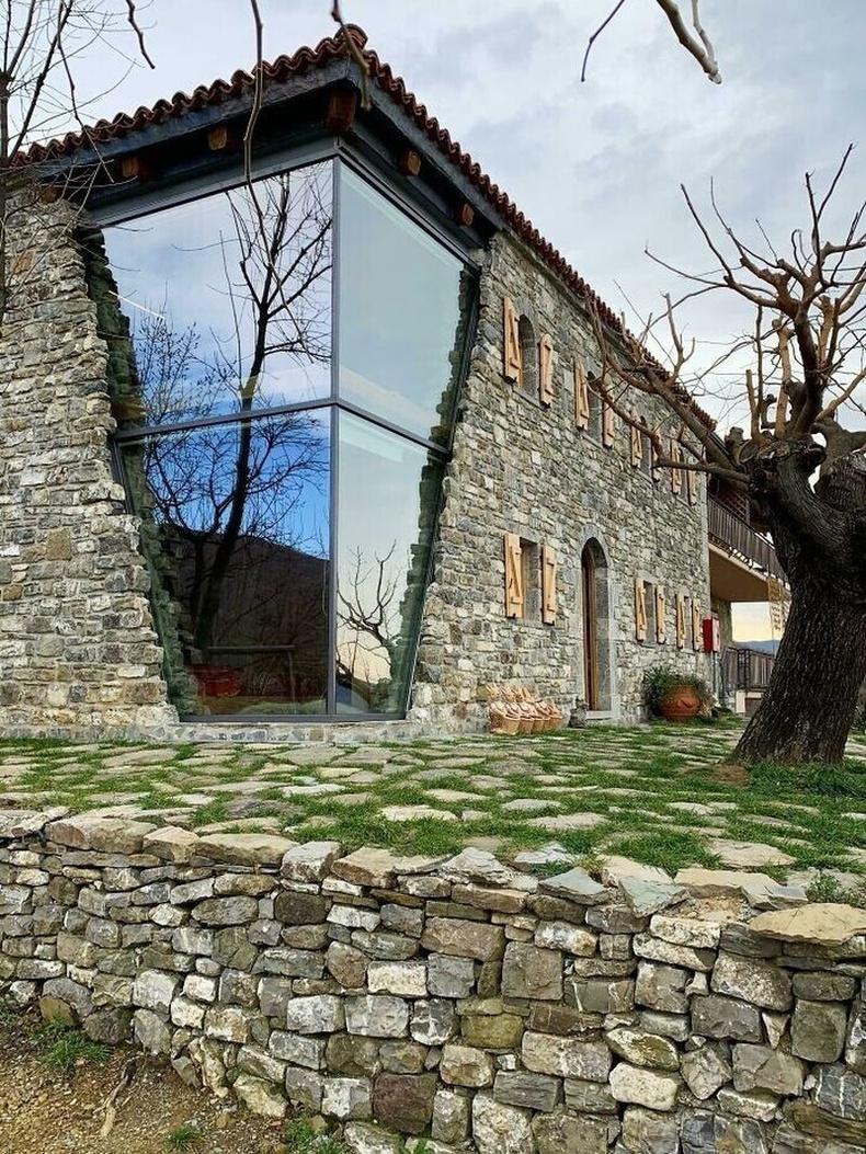 Албанид 1979 оны газар хөдлөлтөөр сүйдсэн барилгыг сэргээн засварласан нь