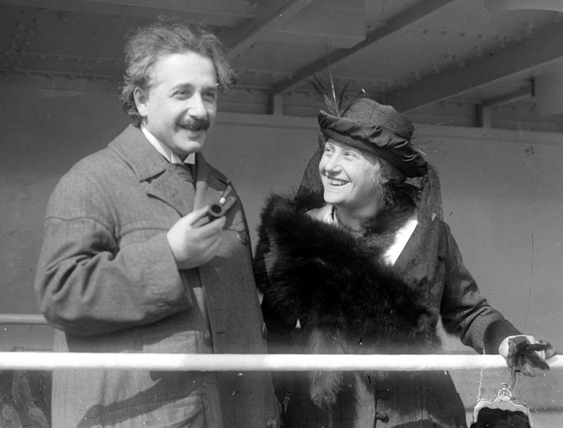 Эйнштейний тухай цочирдом баримтууд