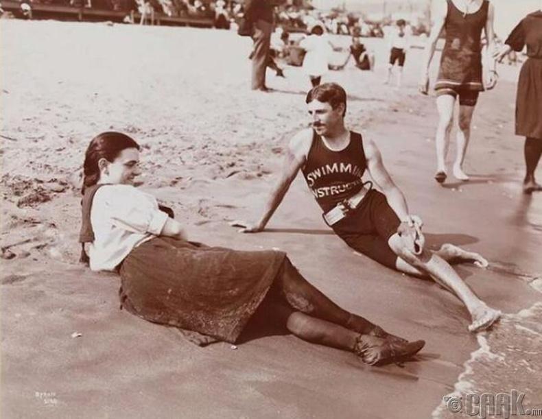 Никола Тесла усанд сэлэлтийн хичээл заадаг байсан