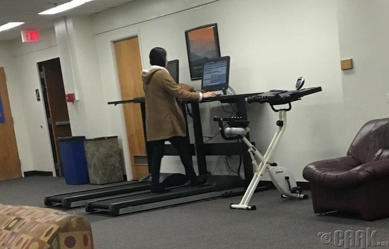 Дасгал хийж болдог ажлын ширээ