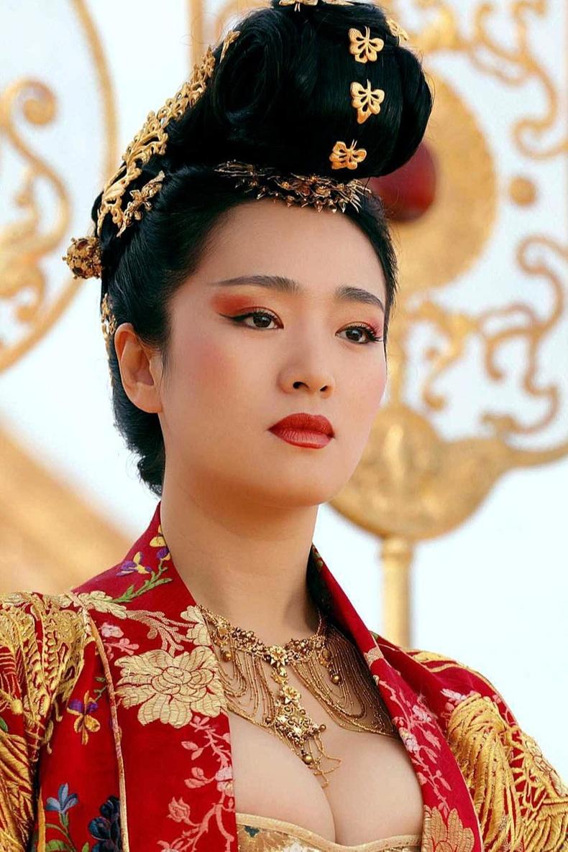 Гун Ли (Gong Li), 54 нас