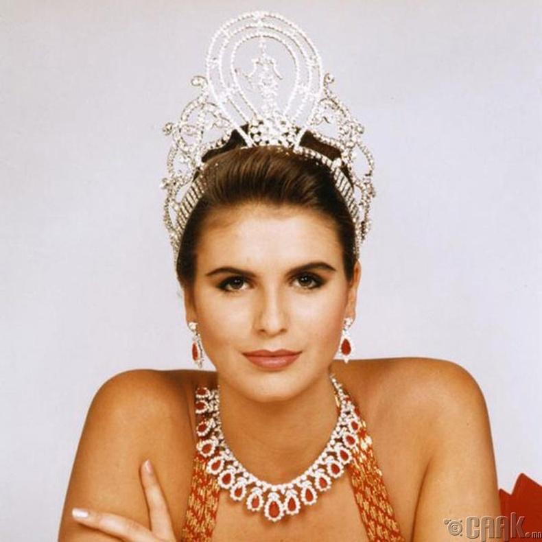 """""""Miss Universe-1992""""-ын ялагч: Намиби улсын гоо бүсгүй Мишель Маклин, 19 настай, 184 см өндөр."""