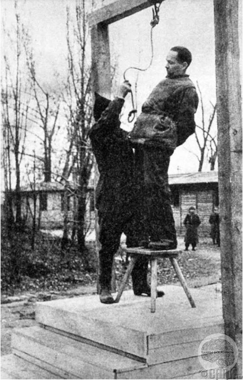 """""""Аушвиц"""" хорих лагерийн үүсгэн байгуулагч Рудольф Хосс (Rudolf Hoss) дүүжлүүлэхийн өмнөхөн - 1947 он"""