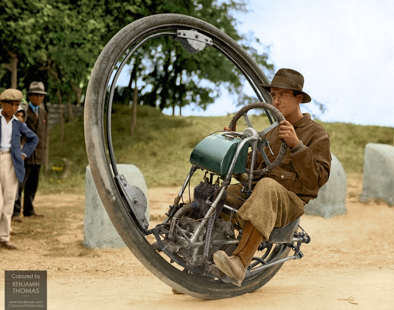 """Итали инженер Жовентоза де Удинегийн 1931 онд зохион бүтээсэн энэхүү """"нэг дугуйт"""" мотоцикль нь хамгийн ихдээ 150 км/цаг хурдалдаг байжээ"""