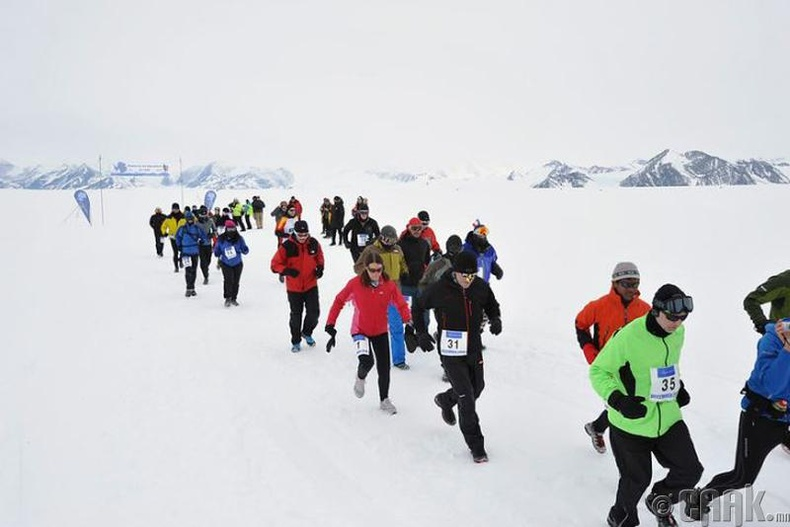 """100 километрийн """"мөсөн дээрх"""" марафон болдог"""