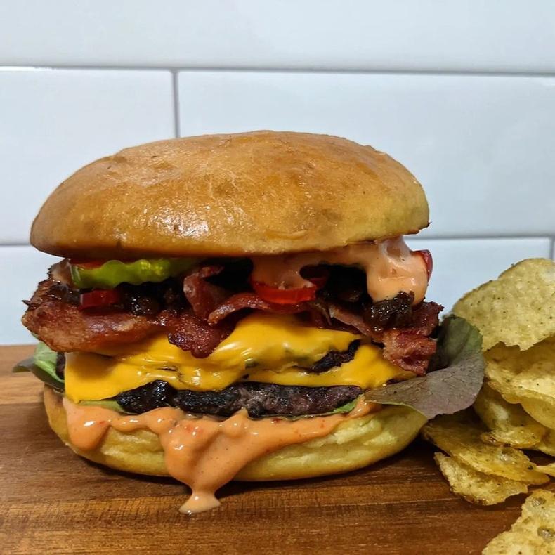 Халуун ногоотой чизбургер
