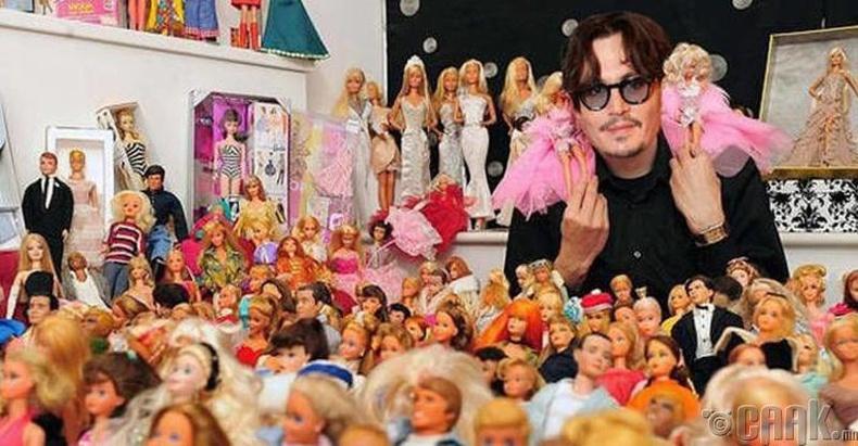 Жонни Депп (Johnny Depp) хүүхэлдэй цуглуулдаг