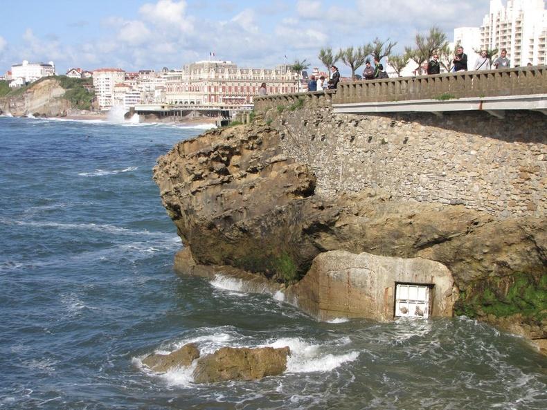 """""""Францийн Биарриц хотын далайн эргийн ойролцоох сонирхолтой хаалга"""""""