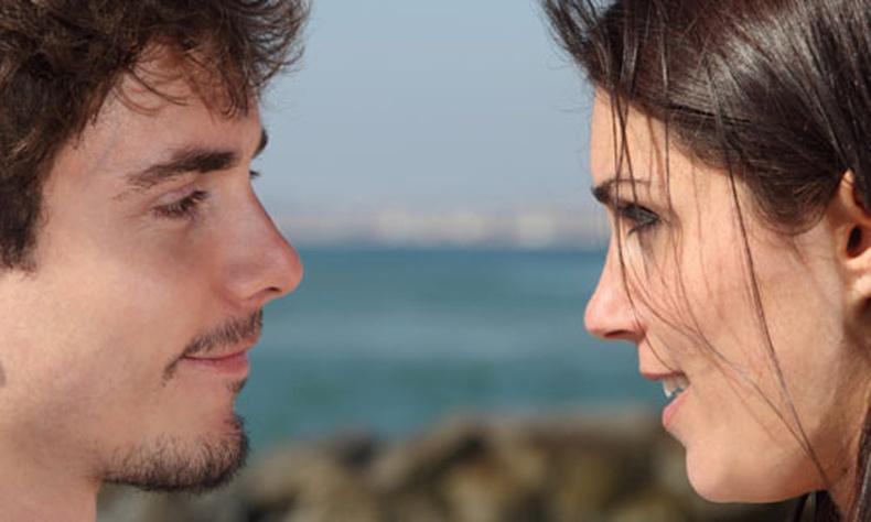 """""""Анхны харцаар дурладаг"""" гэдэгт итгэхгүй байх 13 шалтгаан"""