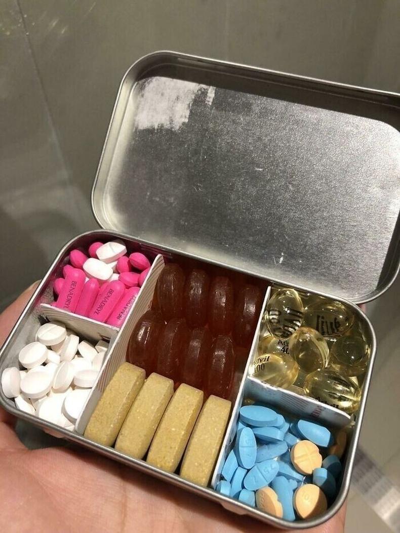 Гар аргаар хийсэн эмний хайрцаг