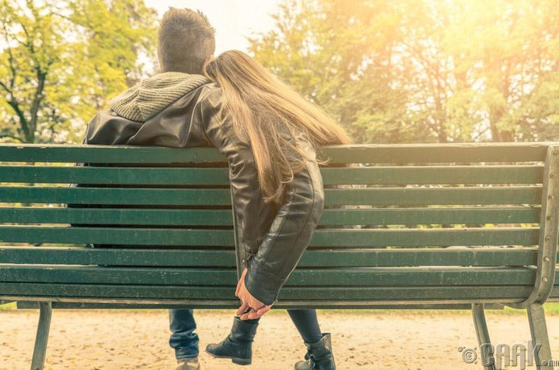 Хувийн харилцаагаа бусдад дэлгэх